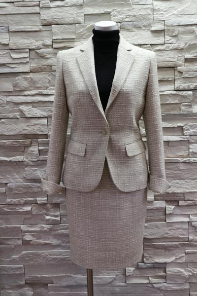 ツイードスーツ