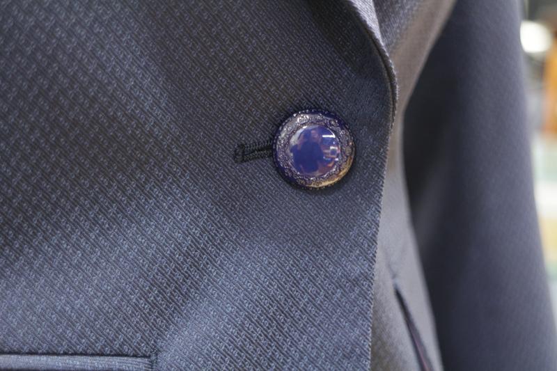 ブルーボタン ネイビースーツ