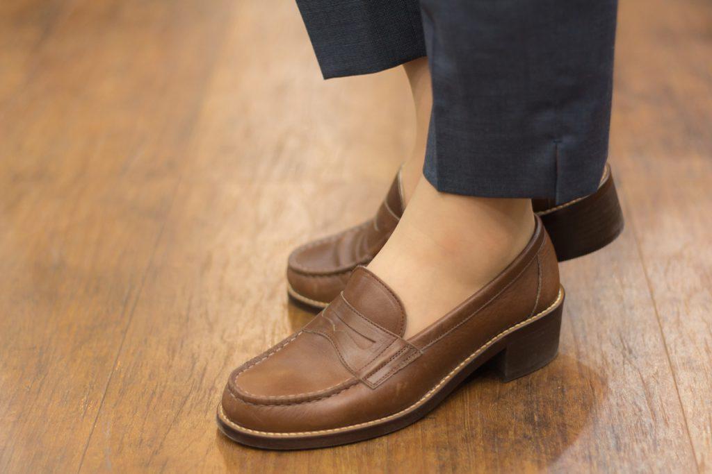 シグネチャー 嶌野 スタイリング 着こなし  女性のローファースタイル