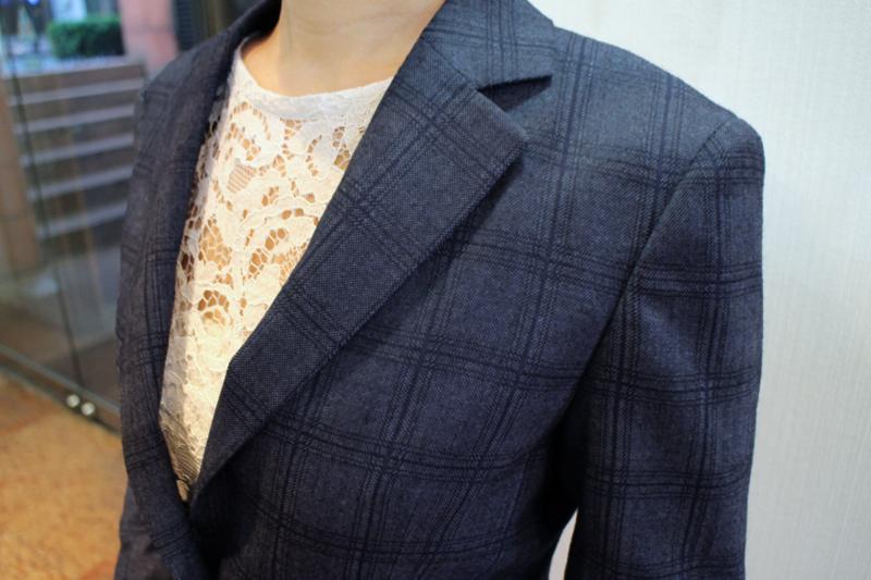 チェック柄のスーツ