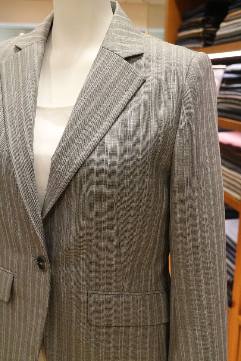 ストライプのスーツ